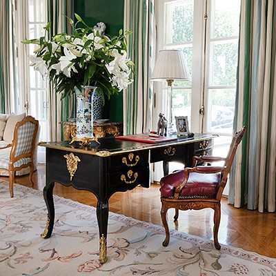Gracious Living: The Collection From a Home Designed by Kevin McNamara, East Hampton, NY by Stair