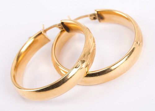 A Pair of 14K Yellow Gold Hoop Earrings
