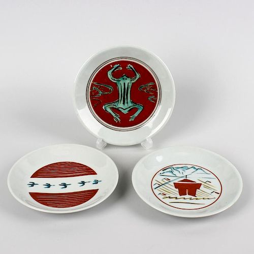 Three Bernard Leach (St. Ives pottery saucer dishes). Decorated with a frog, five birds and a mounta