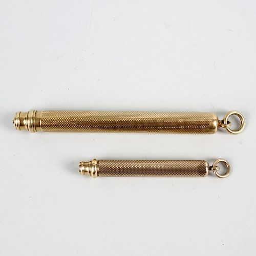 A 9ct gold propelling pencil by Sampson Mordan. With engine-turned cylindrical barrel, hallmarked Lo