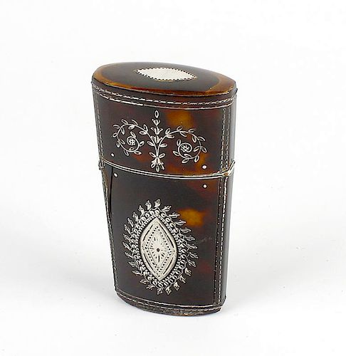 An early 19th century inlaid tortoiseshell etui, decorated with foliate motifs to the body and hinge