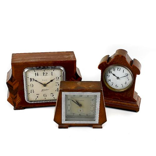 A box containing assorted clocks. To include Art Deco eight day clocks by Windsor, John D Francis an