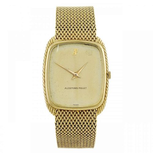 AUDEMARS PIGUET - a gentleman's bracelet watch. Yellow metal case, stamped 18k 750. Numbered B46353.