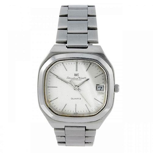 IWC - a gentleman's bracelet watch. Stainless steel case. Numbered 2257767. Signed quartz calibre 24