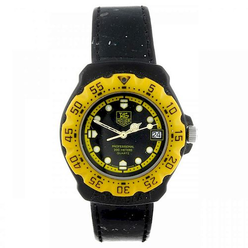 TAG HEUER - a mid-size Formula 1 wrist watch. Plastic case with stainless steel case back, with cali