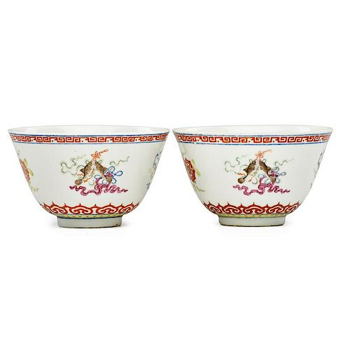 PAIR OF CHINESE QIANLONG PORCELAIN TEABOWLS