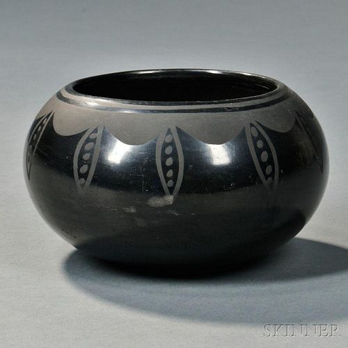 Maria and Julian Black-on-black Pottery Bowl