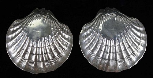 "pair of sterling seashell dishes with cherubs, approx 3¼""d. 4.3 troy oz. 2 pcs."