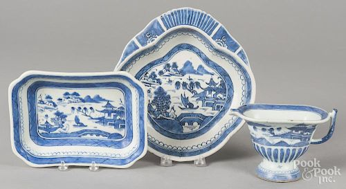 Chinese export porcelain Canton, 19th c., to include a shrimp dish, 9 1/2'' dia., a small tray