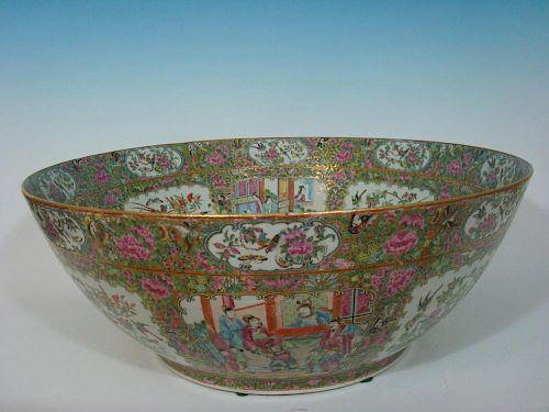 "ANTIQUE Chinese Rose Medallion Punch Bowl, mid 19th C. 23"" diameter. 中国古董玫瑰纹饰酒缸, 19世纪初, 直径23英寸"