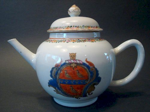 "ANTIQUE Chinese Famille Rose Armorial Teapot. 18th C.  6 1/2"" high. 中国古代玫瑰纹饰茶壶。18世纪,高6.5英寸。"