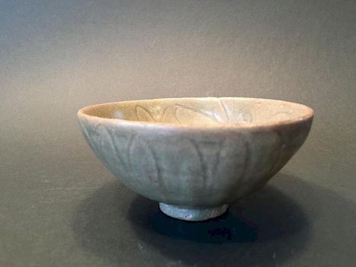 ANTIQUE Chinese Longquan Celadon Bowl, Yuan-Ming period 中国古代龙泉青瓷碗,元明时期