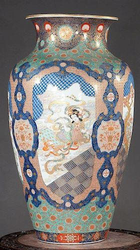 "ANTIQUE Japanese Huge Flower Vase with Figurines, Ca 1875. 30"" high 古董日本人物大花瓶,约1875年,高30英寸"