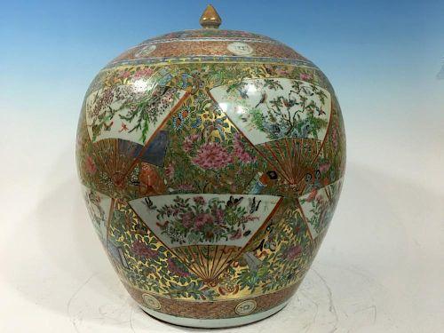 "ANTIQUE Chinese Rose Medallion Spherical Covered Jar,  19th C. 18"" High, 15"" diameter 中国古董玫瑰纹饰球形盖罐,19世纪,高18英寸,"