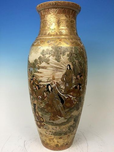 "ANTIQUE Japanese Huge Satsuma Vase with figurines, Meiji period. Marked. 25"" high 古董日本人物大花瓶,明治款.高25英寸"