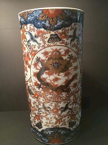 "ANTIQUE Japanese Large Imari Umbrella Stand with dragons, Meiji period. 23 1/2"" H x 11 1/2"" diameter 古董日本龙纹釉下彩伞架,明治时期."