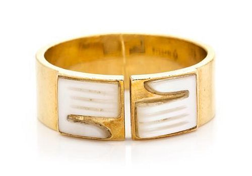 An 18 Karat Yellow Gold Mother-of-Pearl Ring, Bulgari, 3.30 dwts.
