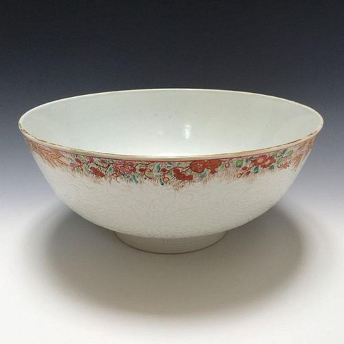 A LARGE CHINESE EXPORT PORCELAIN BOWL 18TH