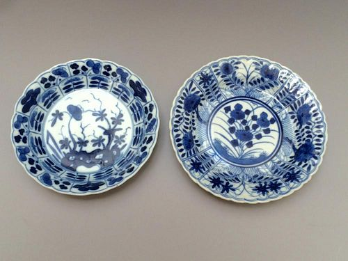 A PAIR OF CHINESE ANTIQUE BLUE AND WHITE DISHES, 18TH CENTURY