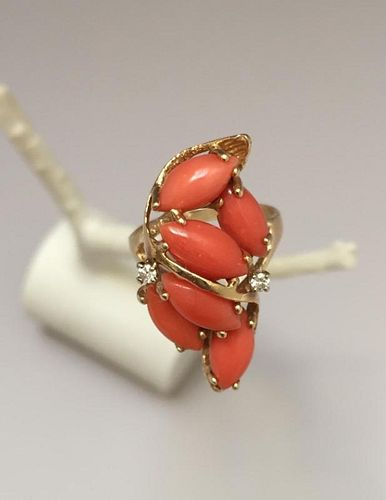 BUEATFUL VINTAGE CORAL 14K GOLD AND DIAMOND RING