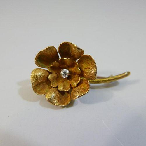 BEAUTIFUL 22K GOLD DIAMOND FLOWER BROOCH - 4 GRAMS