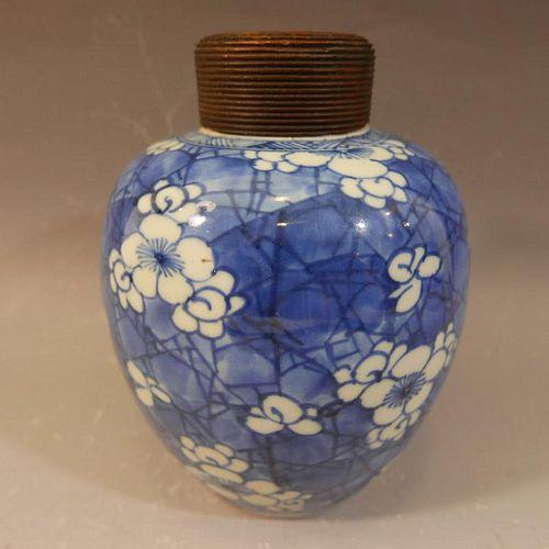 ANTIQUE CHINESE BLUE WHITE PORCELAIN JAR - KANGXI PERIOD
