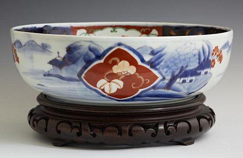 Large Imari Porcelain Bowl, early 20th c., the ext