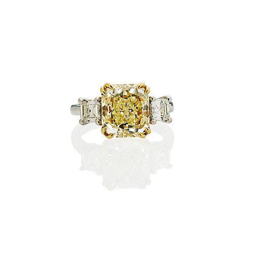 4.01 CTS FANCY LIGHT YELLOW DIAMOND & PLATINUM RING