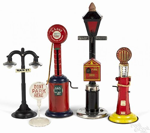 Street lamps and gas pumps, to include a Mohawk Toys tin