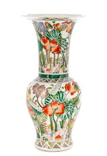 Chinese Famille Verte Fengweizun Porcelain Vase