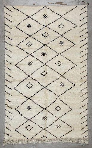 Vintage Moroccan Rug: 5'9'' x 9'2'' (175 x 279 cm)