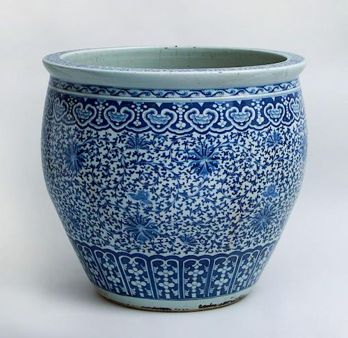 CHINESE BLUE AND WHITE PORCELAIN FISH BOWL