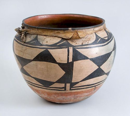 SANTO DOMINGO PUEBLO LARGE PAINTED POTTERY STORAGE JAR