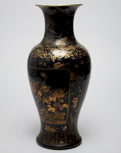 Chinese Qing Dynasty Porcelain Vase, Guangxu Mark