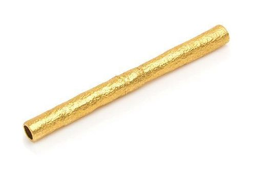 A Yellow Gold Straw, 20th Century, of cylindrical form with a stippled finish.