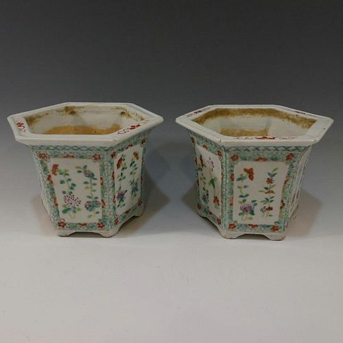 PAIR OF CHINESE ANTIQUE FAMILLE ROSE PORCELAIN POTS - 19TH CENTURY