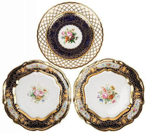 A SET OF THREE RUSSIAN IMPERIAL PORCELAIN PLATES, IMPERIAL PORCELAIN MANUFACTORY, ST. PETERSBURG