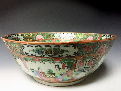 A CHINESE ANTIQUE FAMILL ROSE PORCELAIN BOWL, 19C