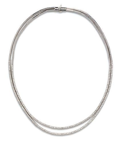 An 18 Karat White Gold and Diamond Necklace, 24.70 dwts.