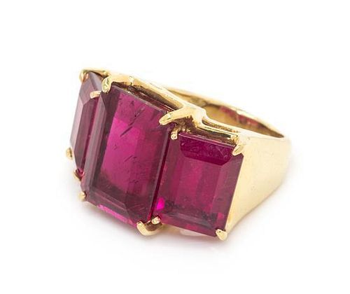 A Yellow Gold and Pink Tourmaline Ring, 14.30 dwts.