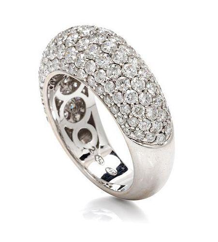 An 18 Karat White Gold and Diamond Ring, 10.50 dwts.