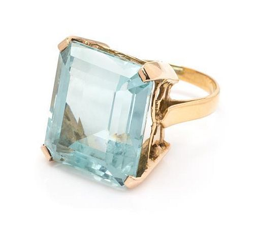 * A Yellow Gold and Aquamarine Ring 3.70 dwts.