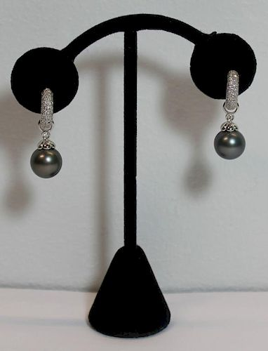 JEWELRY. 18kt Gold, Pearl and Diamond Earrings.