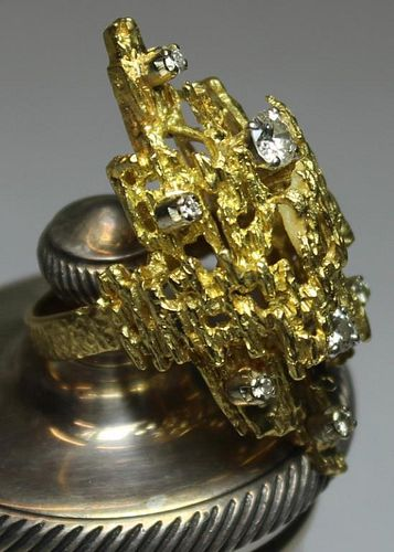 JEWELRY. Modernist 18kt Gold and Diamond Ring.