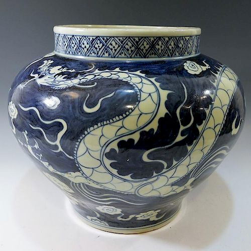 CHINESE ANTIQUE BLUE WHITE PORCELAIN JAR - MING DYNASTY