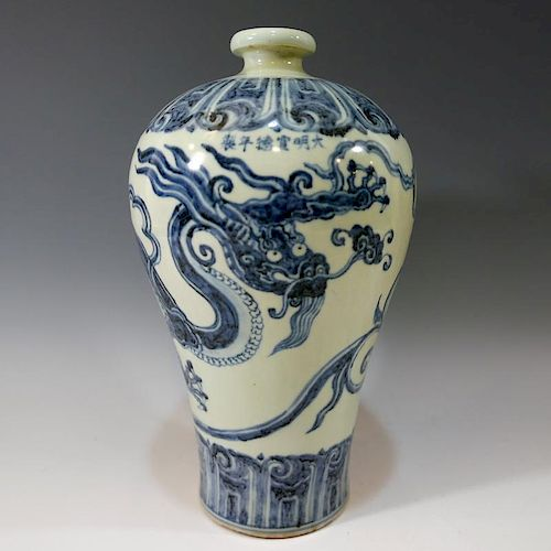 CHINESE ANTIQUE BLUE WHITE DRAGON PORCELAIN VASE - MING DYNASTY