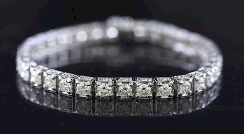 Fine platinum straight line diamond bracelet
