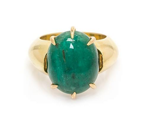 A Yellow Gold and Emerald Ring, 12.70 dwts.