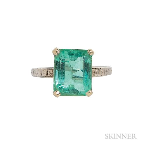 Art Deco White Gold and Emerald Ring