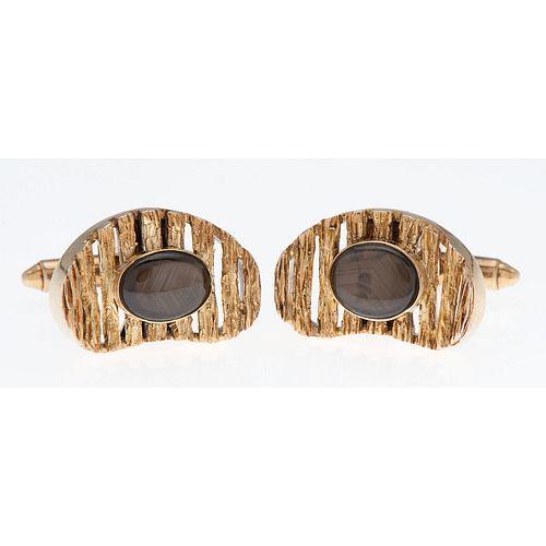 14 Karat Yellow Gold Black Star Sapphire Cufflinks